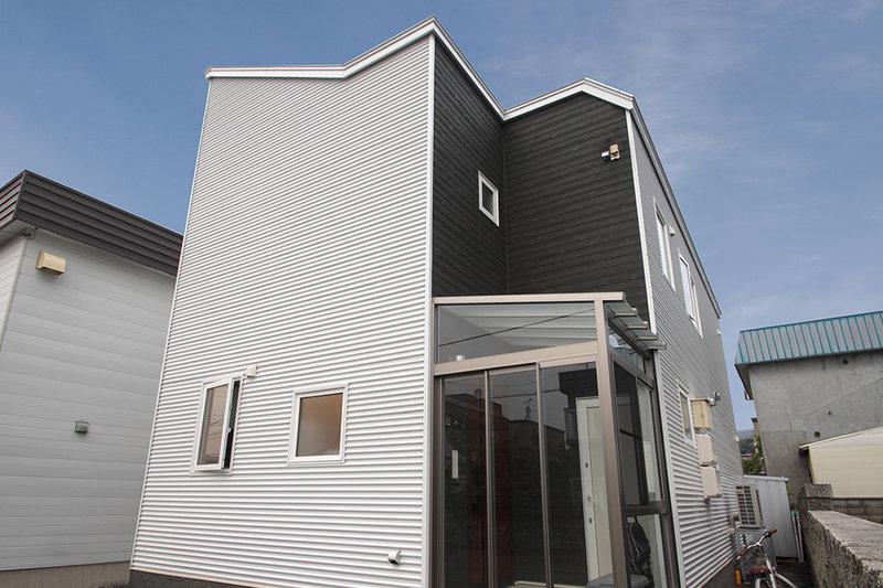 限られたスペースをいかに広く使うか。キラリ、アイデアが光る三世帯住宅。
