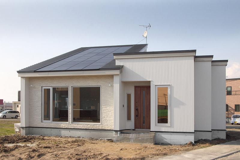 太陽光パネル設置の平屋の家