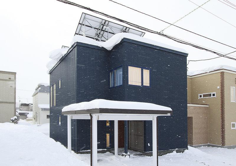 狭小地に建つゆとりと個性いっぱいの家